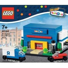 "Bricktober Toys ""R"" Us Store"